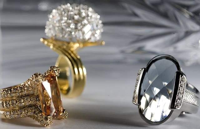 Гадания на золотых украшениях