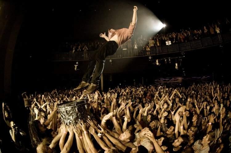 Прыжки со сцены в толпу