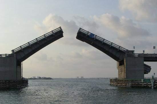 Снится Подъемный мост